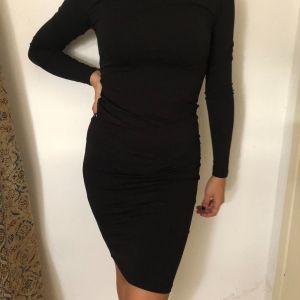 Μαύρο μιντι φόρεμα