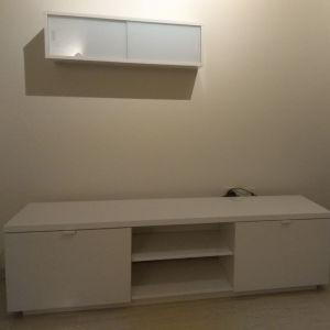 Έπιπλο τηλεόρασης και συρταρωτή ραφιέρα