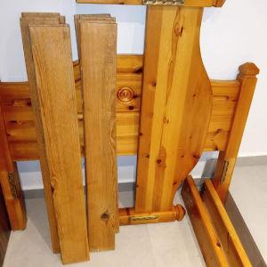 ξύλινο κρεβάτι με τάβλες