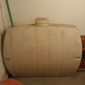 Πλαστική δεξαμενή πετρελαίου νερού Σ7 Κλασική 1000 lt