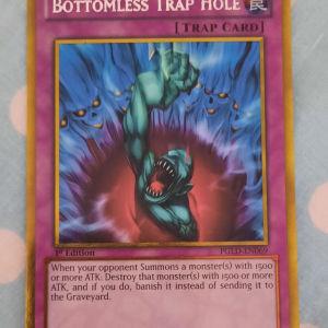 Yugioh Bottomless Trap Hole Gold Rare
