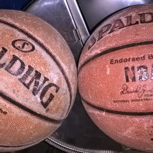 SPALDING NBA . 2  ΔΕΡΜΑΤΙΝΕΣ ΜΠΑΛΕΣ  ΜΠΑΣΚΕΤ επαγγελματικες