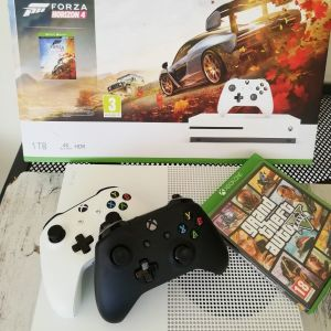 X box One S 1Tb + 2 controller + Gta V+ Forza Horizon 4