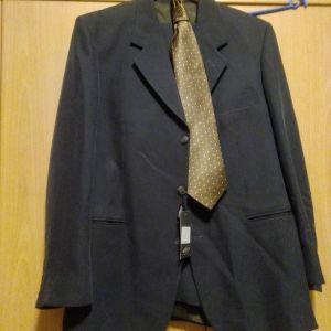 Κουστούμι ολοκαίνουργιο ανθρακι 52  νούμερο μαζί με την γραβάτα και ένα πουκάμισο οποίο θέλετε από την συλλογή μου όλα μαζί 50 ευρώ πραγματική ευκαιρία