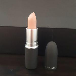 MAC Lipstic σε nude