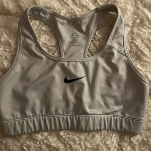 αθλητικά μπουστακια Nike