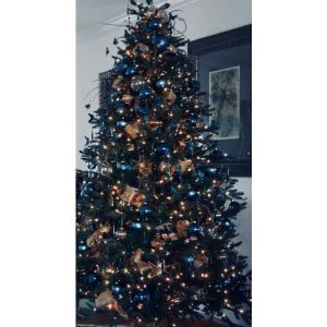 2.40 υψος Χριστουγεννιάτικο Δέντρο φαρδύ πλούσιο στολισμένο μια σεζον από εξοχικη κατοικία
