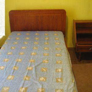 Κρεβάτι ξύλινο, μονό και το κομοδίνο του