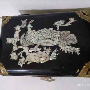 Κινέζικο κουτί κοσμήματος με ένθετο μαργαριτάρι . Αντίκα 1923ε