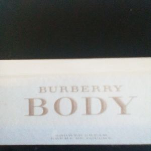 Burberry body αφρολουτρο σφραγισμένο