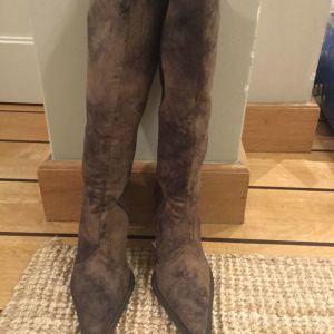 Γυναικείες σουέτ μπότες