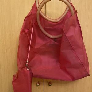 Τσάντα παραλίας φούξια με αποσπώμενο πορτοφόλι