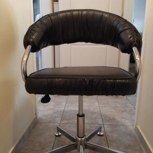 Πωλείται δερμάτινη καρέκλα γραφείου