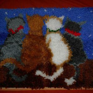 Χειροποίητο μικρό χαλάκι Τέσσερεις γάτες που κοιτούν τα αστέρια
