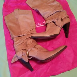 Μπότες 3/4 γνήσιο δέρμα tsakiris mallas μπεζ χρώμα που συνδυάζεται με ολα 39 νούμερο πολύ λίγες φορές φορεμένες 70€!