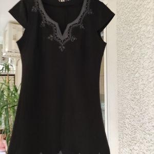 5 ευρώ. μαύρο μπλουζοφορεμα με κεντήματα και πετρουλες. στήθος 50 το μήκος από τη μασχάλη 65