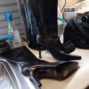 γυναικείες μπότες nine west  νο 39,5 αχρησιμοποίητες σε άριστη κατάσταση πωλούνται σε τιμή ευκαιριας