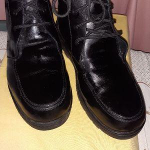 Ανδρικα δερματινα μποτακια με εσωτερικη επενδυση μαυρο χρωμα Νο 44.  Μια φορα φορεμενα.