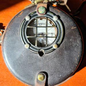 ρολόι νυχτοφύλακα λειτουργικό με τα κλειδιά του
