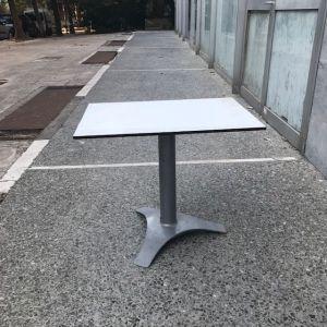 Τραπέζια χαμηλά