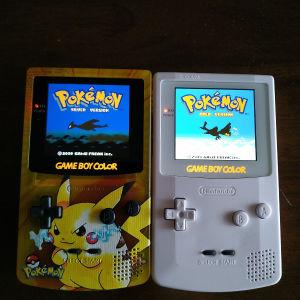155 το καθένα Game Boy Color με IPS μεγαλύτερη οθόνη τύπου Q5 και  δώρο κασέτες pokemon με καινούργιες μπαταρίες για να κάνουν save