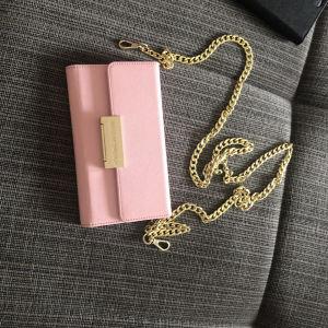 θήκη τσάντα με λουράκι ideal of Sweden iPhone 6&8plus