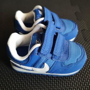 Παιδικά sneakers Nike μπλε αφόρετα νούμερο 19,5