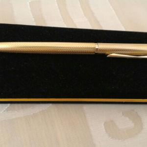 Στυλό Ballpoint Romus 24 kt. gold plated με σφραγίδα, του 1991. Μήκος 13,3 εκατοστά. Πάχος στυλό 9 χιλιοστά.