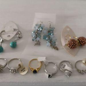 καινουρια σκουλαρικια και δαχτυλιδια