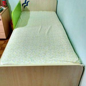 πωλείται μονό κρεβάτι με συρτάρι