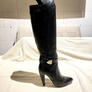 VERSACE Boots in excellent condition with box and dust bag. Size 38.