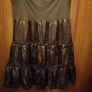 Φούστα One size & Βερμούδα Νο46. Το καθένα είναι στα 5 ευρώ.