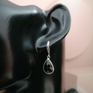 Ασημένια ορείχαλκα σκουλαρίκια με μαύρο κρύσταλλο σε σχήμα δάκρυ σε ορείχαλκο καστόνι