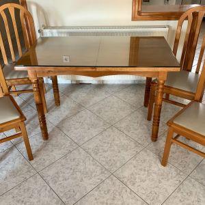Τραπέζι με καρέκλες !