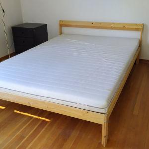 Κρεβάτι μαζί με στρώμα
