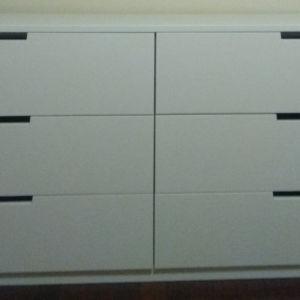Συρταριέρα με έξι συρτάρια
