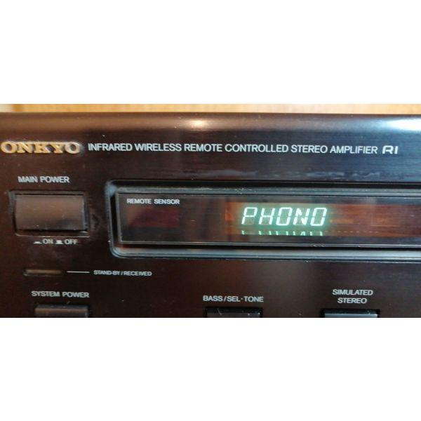 enischitis...ONKYO A-RV401...( 2X100 Watt )