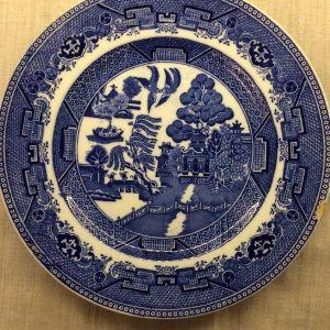 Παλαιό διακοσμητικό πιάτο 26 εκ. Willow pattern - Victoria Porcelain Fenton 1940–1959