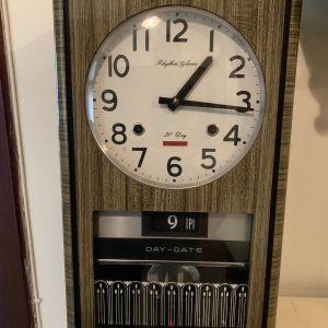 Ρολόι τοίχου εκκρεμές κουρδιστό από τη δεκαετία του 1970