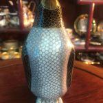 Αυθεντική Συλλεκτική πολύ σπάνια Αντίκα... Κλουαζονε Πιγκουίνος κομμάτι από βιτρίνα πολύ παλιάς συλλογής .. Χειροποίητο λακαριστό μπρούτζινο επισμαλτωμένο και με χρυσό φινίρισμα ...Άθικτο!
