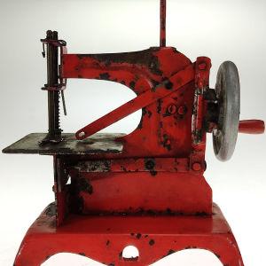 Παιχνίδι ραπτομηχανή-αντίκα κόκκινου χρώματος (Α499)