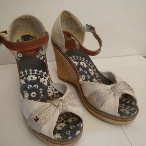 Γυναικεία παπούτσια Tommy Hilfiger.