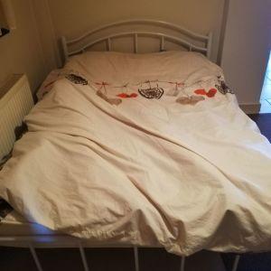 Μεταλλικό κρεβάτι μαζί με το στρώμα