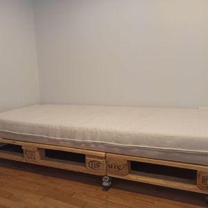 Καναπές - κρεβάτι από παλετες