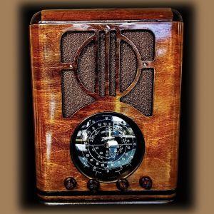 Ραδιόφωνα και πομποί με λυχνίες σε άριστη κατάσταση και λειτουργία