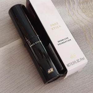 ΠΡΟΣΦΟΡΑ Face stick seamless foundation από H&M!