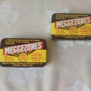 Κουτάκια(2 ΤΕΜ) κασσιτέρου vintage, MEGGEZONES PASTILLES, MADE IN LONDON ENGLAND. Διαστάσεις: 9,5χ6,0χ1,8. Η τιμή είναι και για τα δύο μαζί