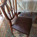 Τραπεζαρία με 6 καρέκλες παλιά. Σε πολύ καλή κατάσταση.
