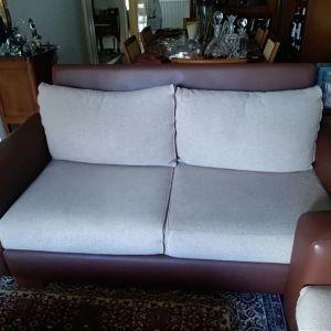 Πωλείται 2θέσιος καναπές από δέρμα και ύφασμα αγορασμένο από το κατάστημα MALLE.