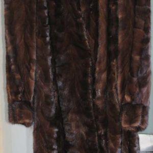 (1) μία γούνα VISON XL: 140€